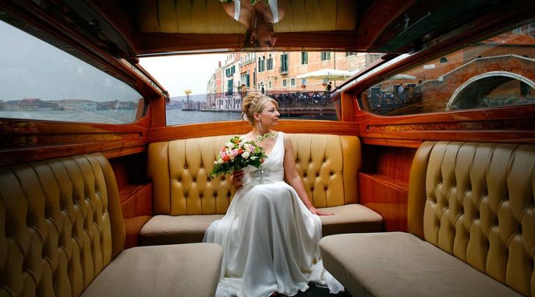 documentary wedding photographer, bride in Venice