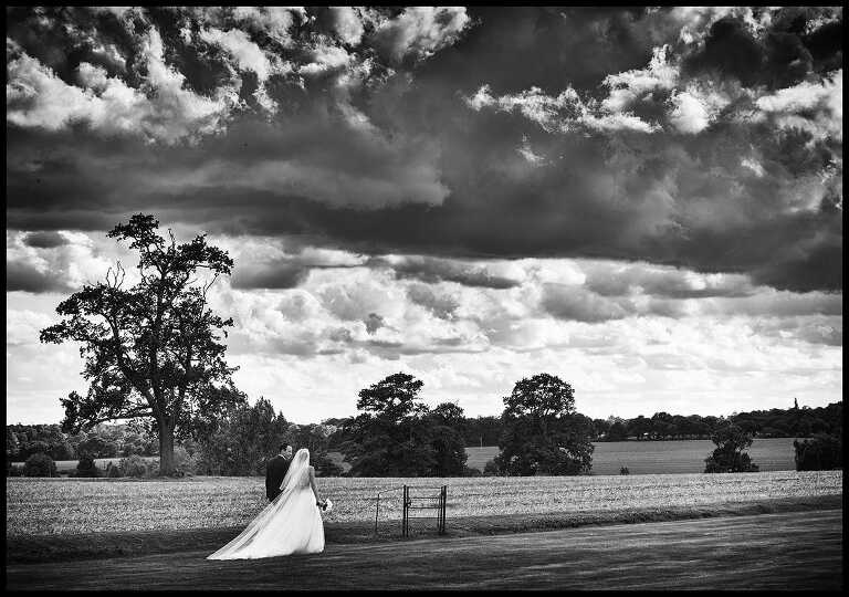 wedding couple walking, an example of reportage wedding photography