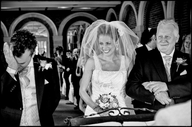 storytelling wedding photography : the groom when he sees the bride for the first time.